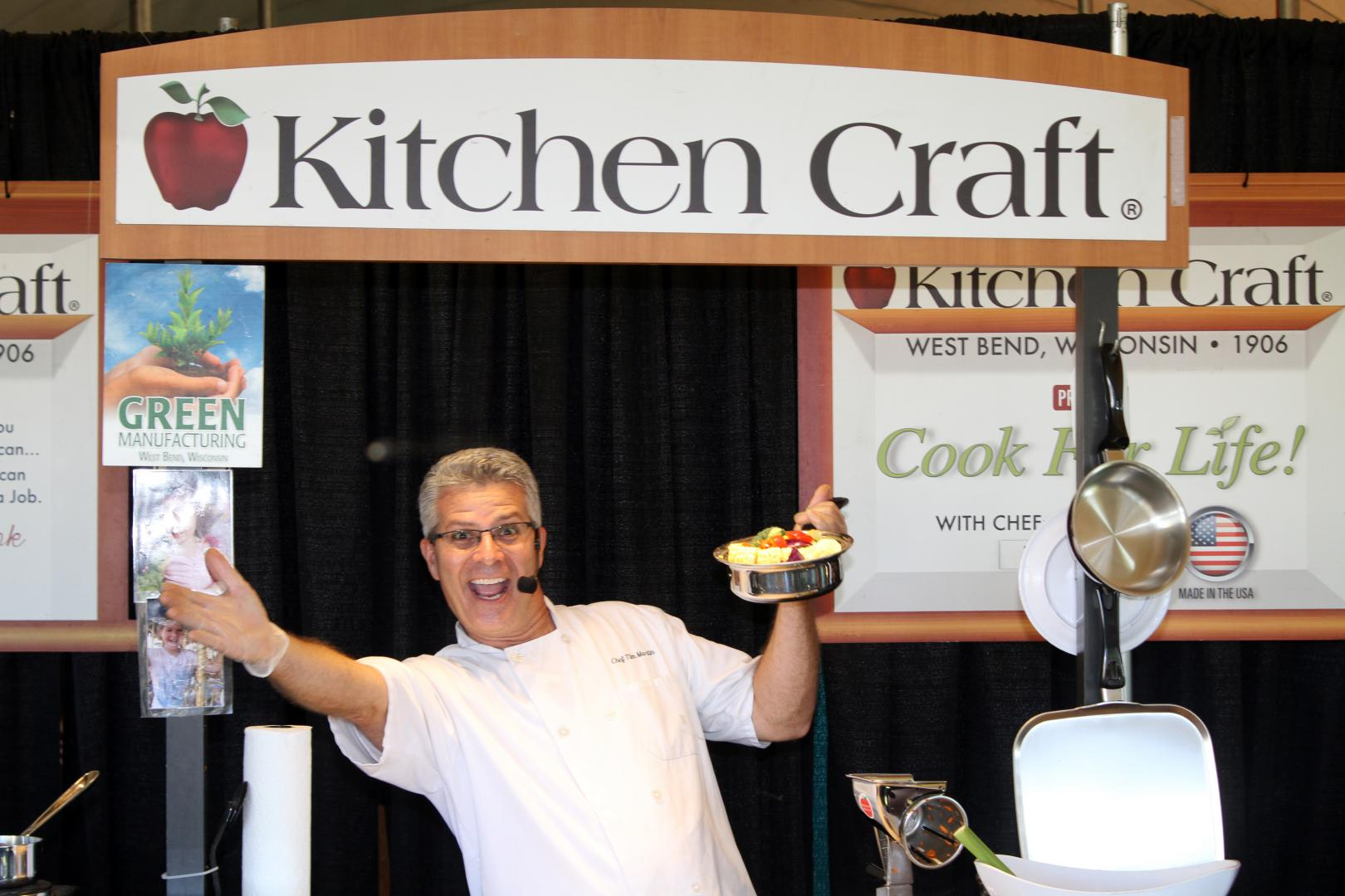 kitchen-craft-exhibitor-booth-dodge-county-fair