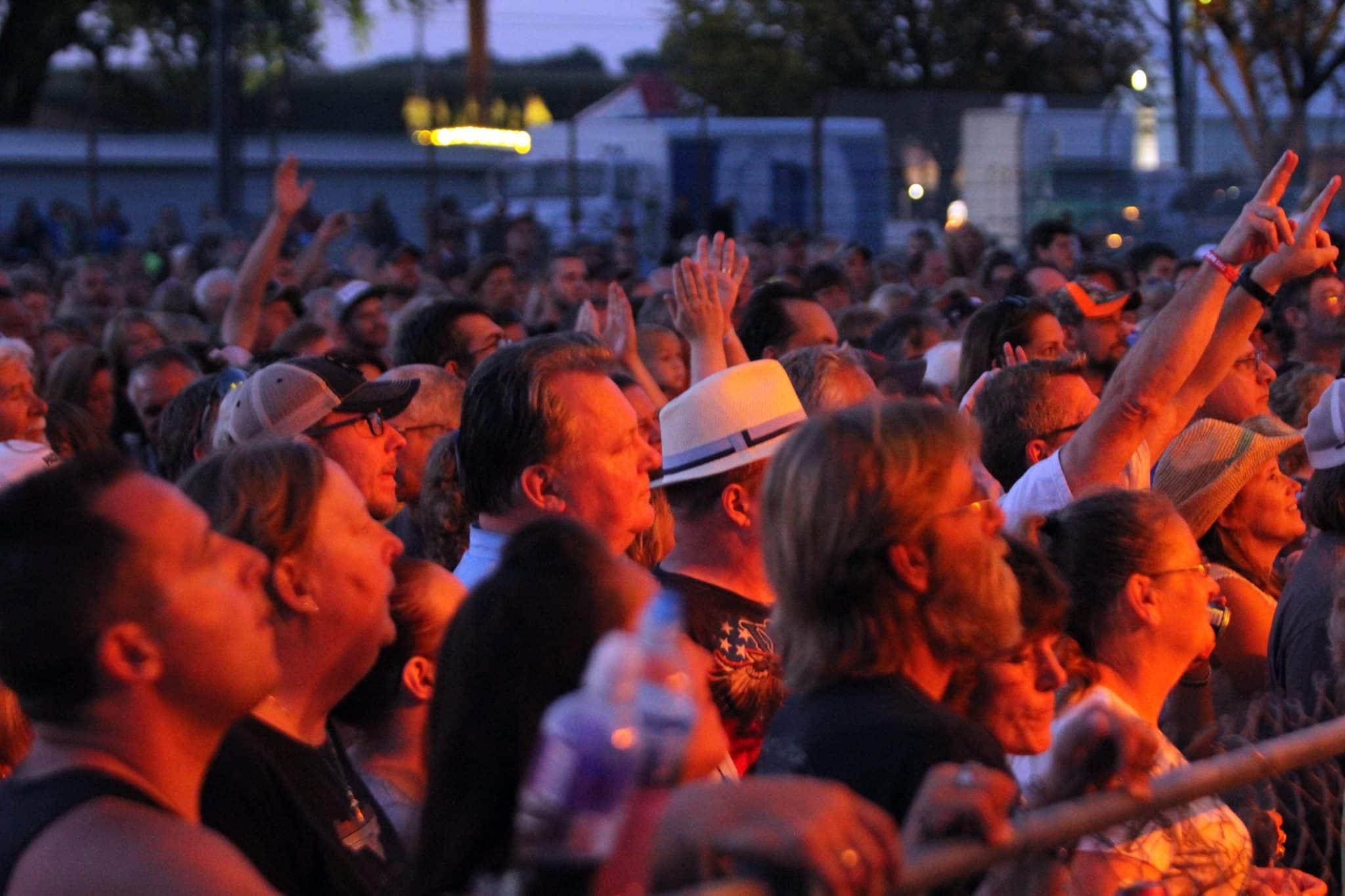 concert crowd dodge county fair